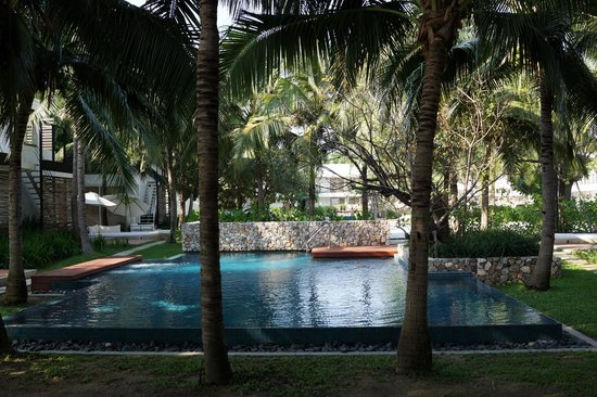 Putahracsa Hua Hin: smaller pool on non-beach side.