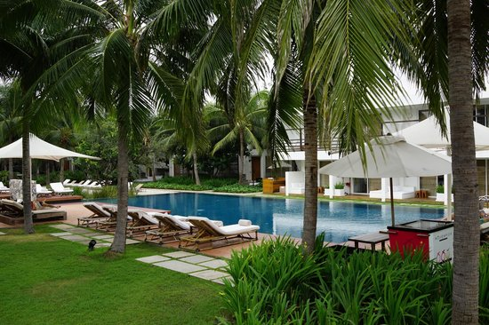 Putahracsa Hua Hin: pool on non-beach side