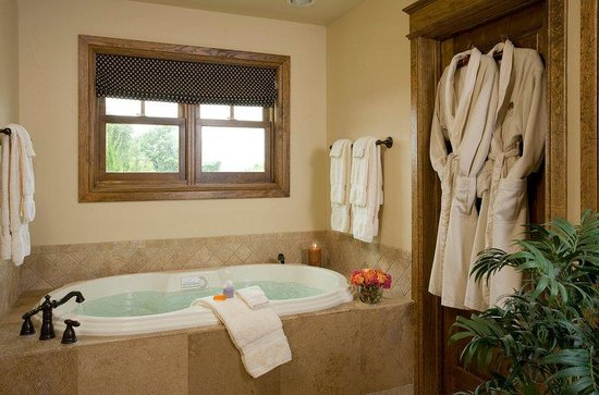 Inn on Lake Granbury : Granbury Belle Starr Bathroom