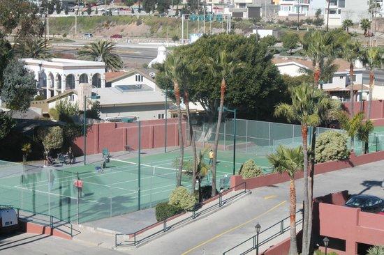 Hotel Coral & Marina:                   Tennis Court