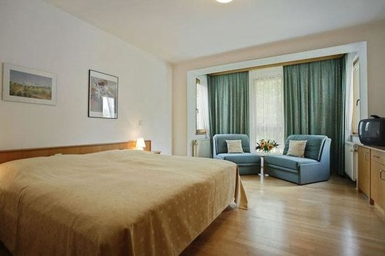 Am Spiegeln: Guest Room