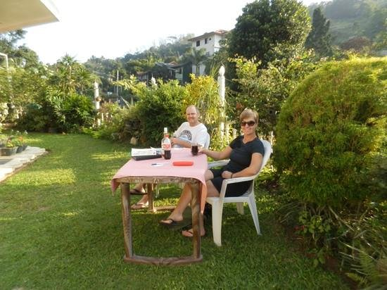 Kandy Greenview Hotel:                   always lovely to be on the lawn