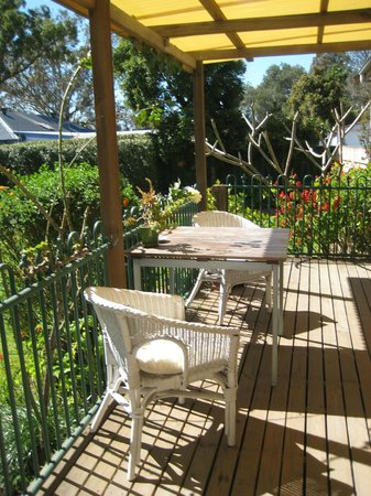 Merridy's at Morpeth Bed and Breakfast: Garden suite deck area