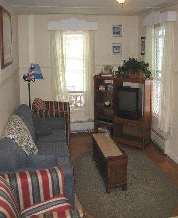 Lakeside Getaway: Suite