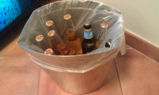 Hilton Santa Fe Buffalo Thunder:                                                       Bringing an extra ice bucket is to tough f