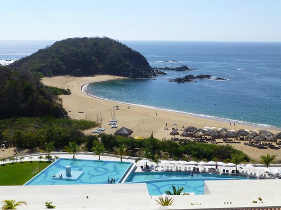 Secrets Huatulco Resort & Spa:                   Secrets beach