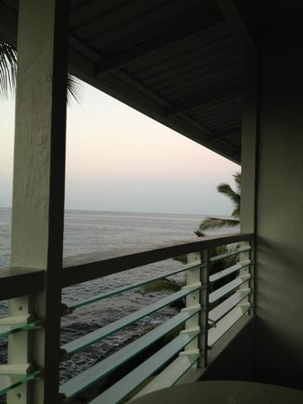Kona Tiki Hotel:                   Another great lanai view