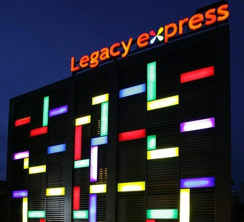 Legacy Express Sukhumvit by Compass Hospitality : Night Exterior