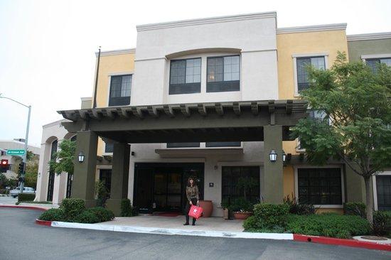 Hampton Inn Santa Barbara/Goleta : Lobby Entrance