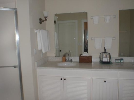 Fowl Cay Resort:                   Ensuite in master bedroom