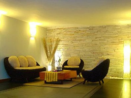 Hotel Cara: Lobby Rattan Sofa Area