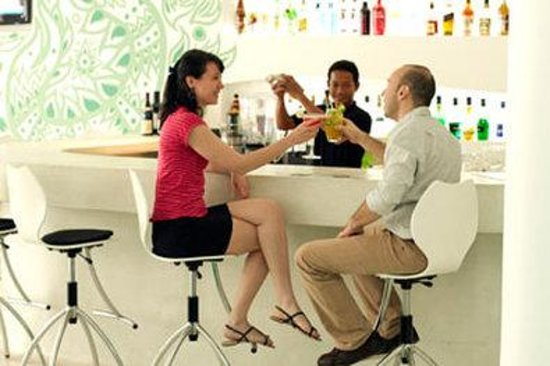 Lebiz Hotel & Library: Bar Guests