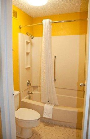Kingsport, TN: Bathroom