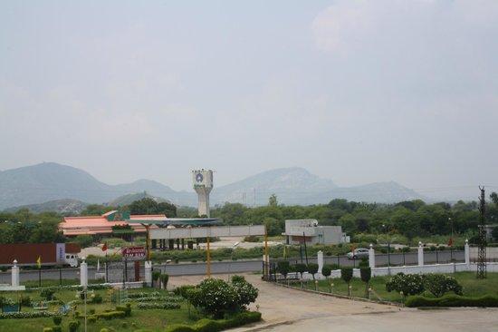 Shakunt Resort: Hotel view