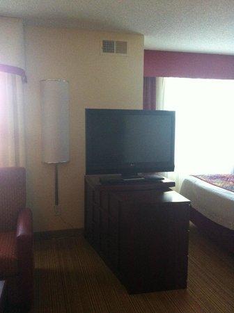 Residence Inn Florence: Swivel mounted TV in room 308