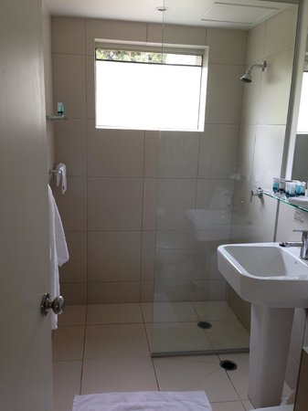 Palmer Coolum Resort: Second Bathroom