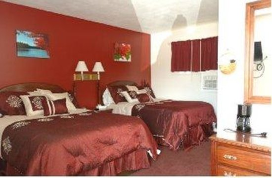Saco River Lodge & Suites: Two Queen Beds