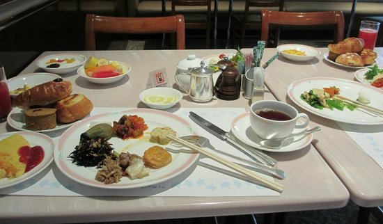 Café Restaurant Camellia: 朝食バイキングです。