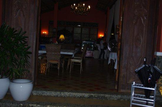 Rafael Farms Garden Restaurant: Inside