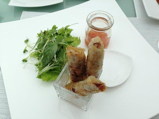Fusion Maia Da Nang:                   Ну это не ужин, это дневное меню. Спринг-роллы. Очень вкусно.