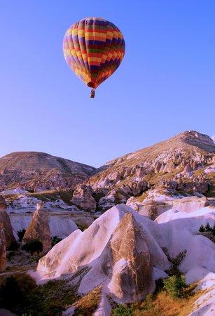 Cihangiroglu Balloons: Cappadocia Balloon ride over Fairy chimmneys - stunning!