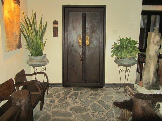 Ramayana Boutique Hotel: entrada habitación