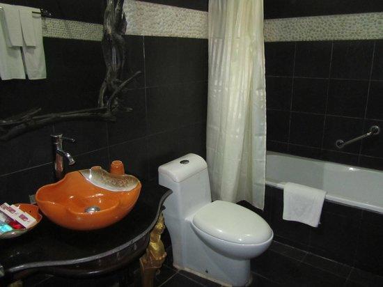 Ramayana Boutique Hotel: Baño viejo