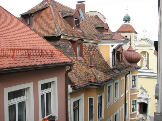 The Kaiserhof Hotel:                   вид из окна