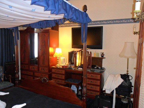 Hazeldean House: Another view of the bedroom 
