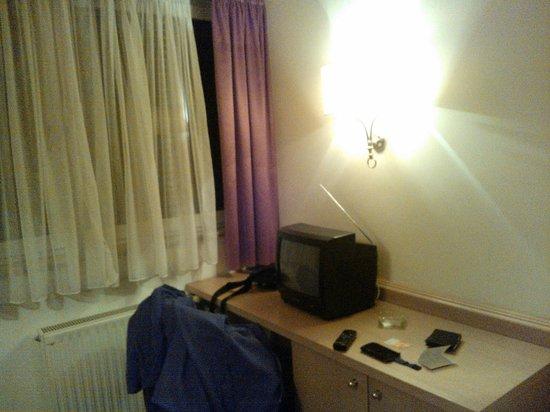 "Chrys Hotel: TV ""datata"""