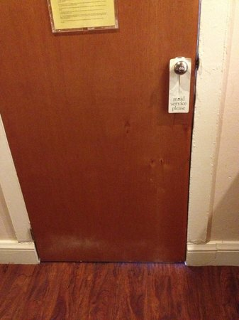 Casa Del Caribe Inn : Door without seal