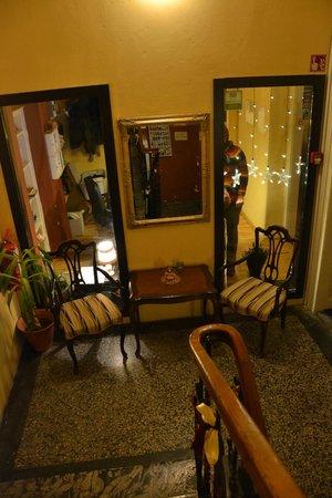 Vila Veselova: Hallway