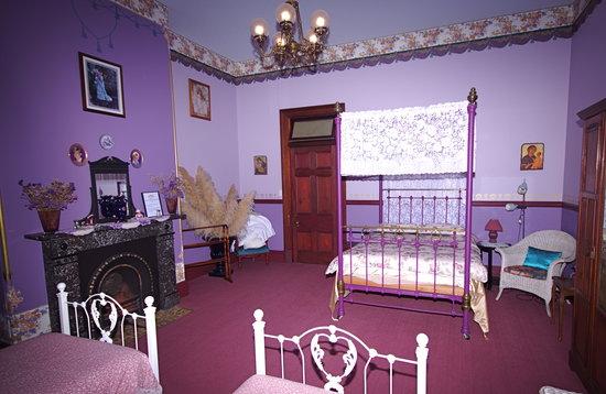Stannum House: Josephine Room