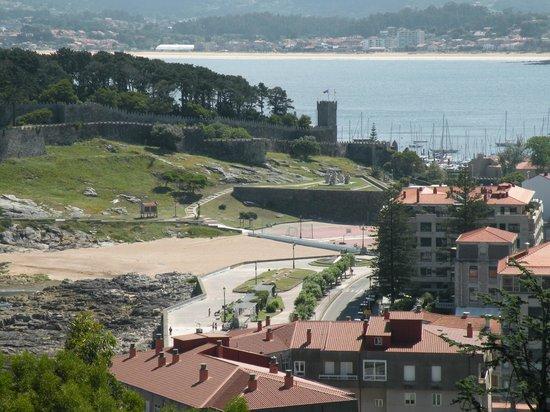 Hotel Rompeolas: Baiona, playa de