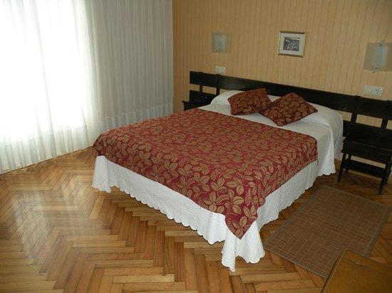 Hotel Rompeolas: habitación doble con terraza