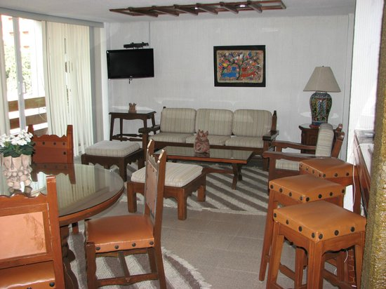 Suites Amberes : sitting area in the room
