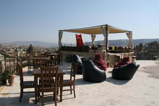 Traveller's Cave Hotel: Beutiful seating area with awesome view