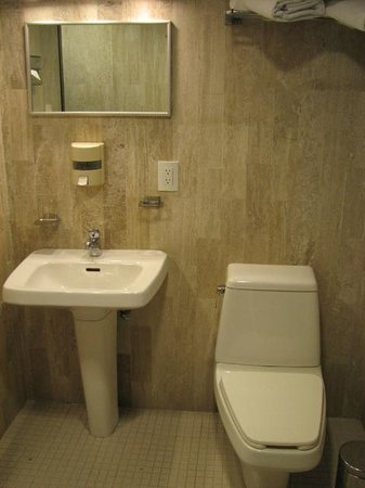 Amberes Suites: bathroom