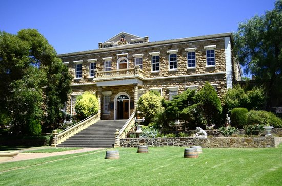 Barossa Valley Wine Tour with Wine Tastings and Lunch: McGuigan Barossa Valley