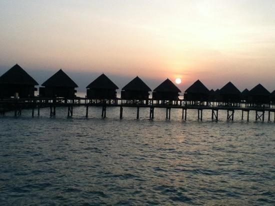 Thulhagiri Island Resort: サンセット