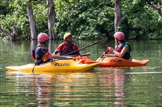 Kayak the Nile : Instructor, David, teaching on Bujagali lake.