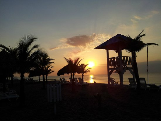 Hotel Playa Blanca Beach Resort: amanecer