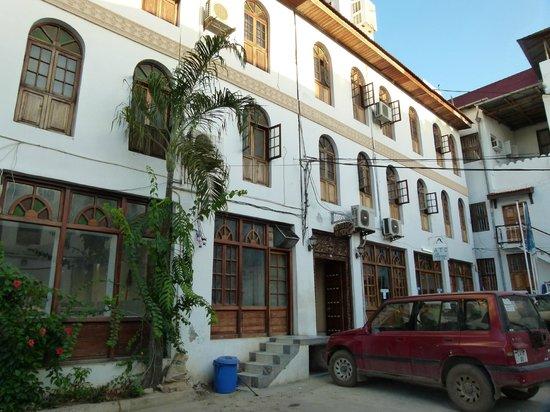 Abuso Inn:                   Courtyard with entrance