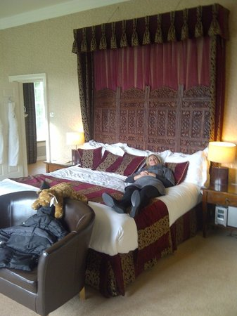 Swinton Park Country Club and Spa: Bradford suite - very large bed