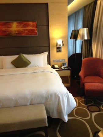 Crowne Plaza Hotel Hong Kong Causeway Bay: comfortable bedroom