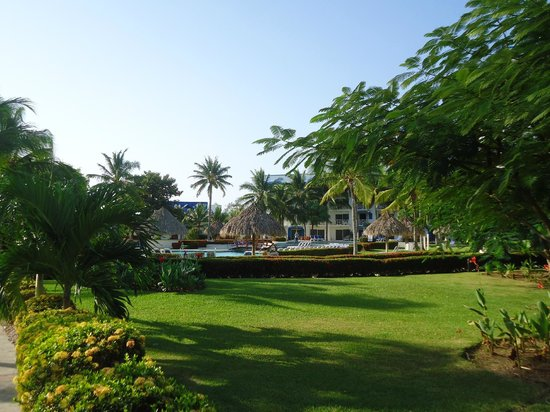 Hotel Playa Blanca Beach Resort: jardines