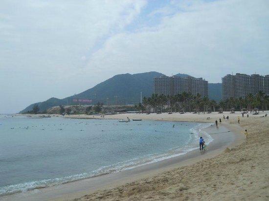 Serenity Coast Resort Sanya:                   uitzicht van uit het hotel