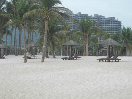 Serenity Coast Resort Sanya:                   beach sanya                 