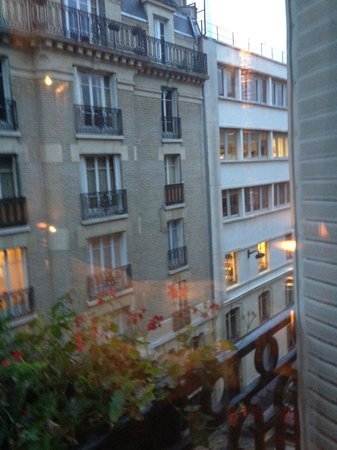 Hotel Ares Paris: View from room