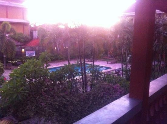Beneyasa Beach Inn: beneyasa view of the pool